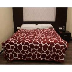 Maroon Jaguar Print Double Bed Thin Fleece Blanket
