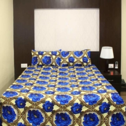 Double Bed Bedsheet in Micro Material with 2 Pillow Covers