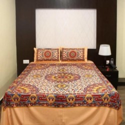 Double Bed Bedsheet in Handloom Cotton with 2 Pillow Covers